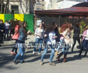 Husi: Flash-Mob al elevilor huseni-FOTO