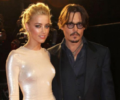 FOTO - Johnny Depp s-a logodit cu Amber Heard