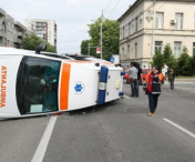 ACCIDENT GRAV! O ambulanta aflata in misiune s-a rasturnat!