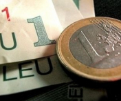 Moneda nationala s-a depreciat in raport cu euro si dolarul