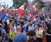 PROTEST in Piata Victoriei, la o luna dupa incidentele violente din 10 august. Evenimentul a inclus si un recital la pian sustinut de germanul Davide Martello