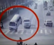 ACCIDENT SOCANT. Trei automobile s-au lovit in aer intr-o intersectie (VIDEO)