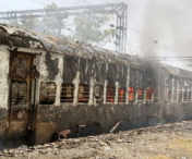 Tren in flacari, in India. Cel putin noua morti